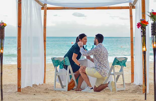 Propose marriage to the love of your life, it must be a time to remember together forever