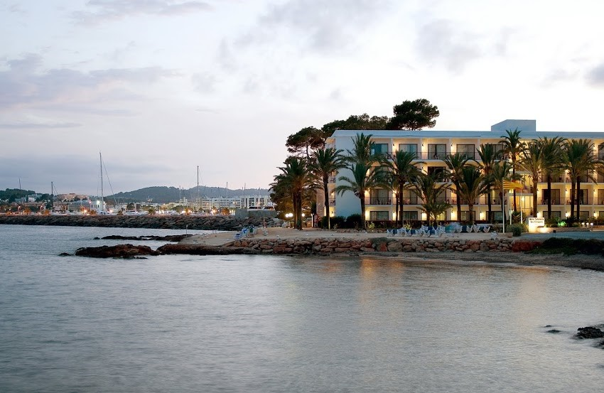 Hoteles en ibiza reabrimos catalonia hotels resorts - Hoteles 5 estrellas ibiza ...