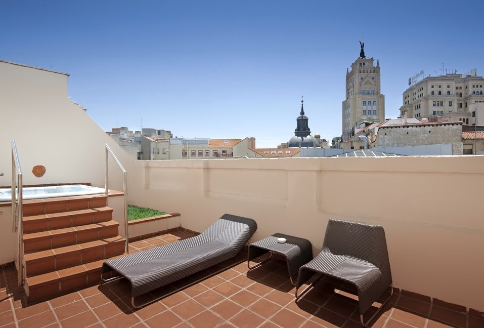 Hoteles con piscina o terraza madrid catalonia hotels for Terraza piscina madrid
