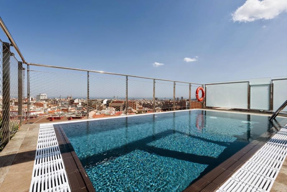 Hoteles con piscina en barcelona catalonia hotels resorts for Hoteles sevilla con piscina