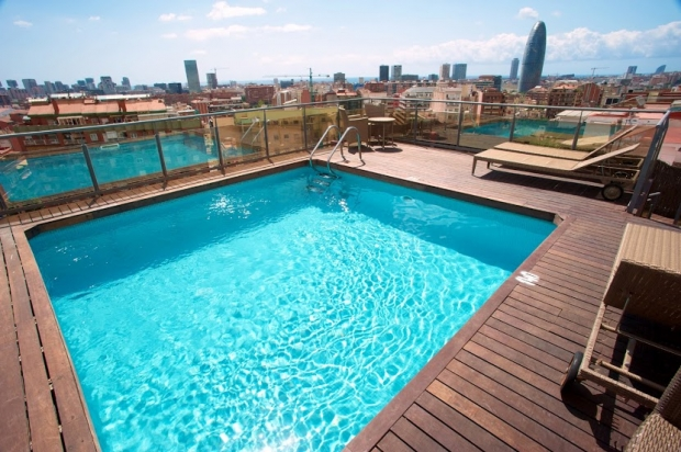 Hoteles con piscina en barcelona catalonia hotels resorts for Piscinas gratis barcelona
